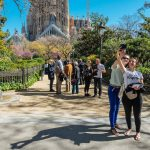Two girls are taking a selfie in fron of the Sagrada Familia
